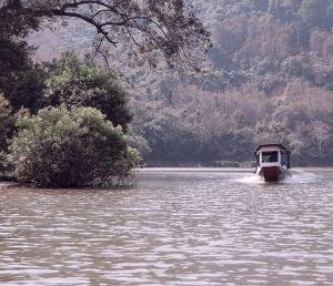Pirogue sur la rivière Laos