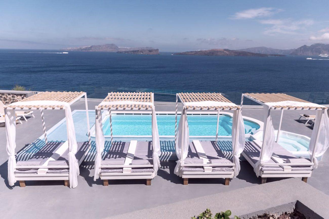 Santorin hôtel face à la mer