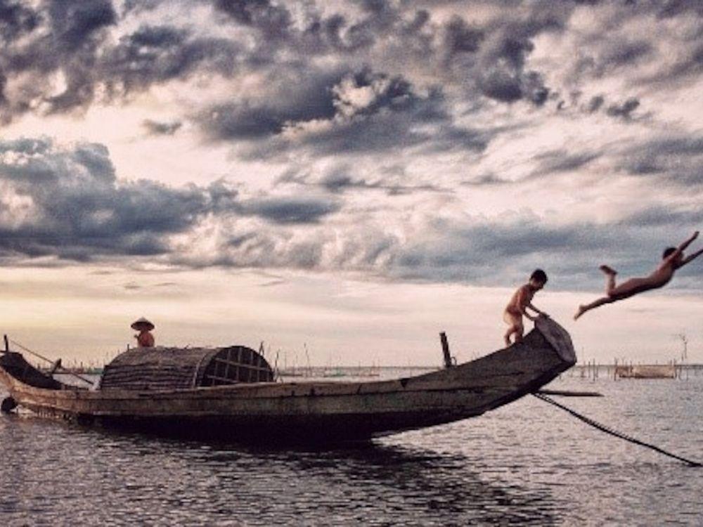 Bateau sur le lac en famille au Vietnam